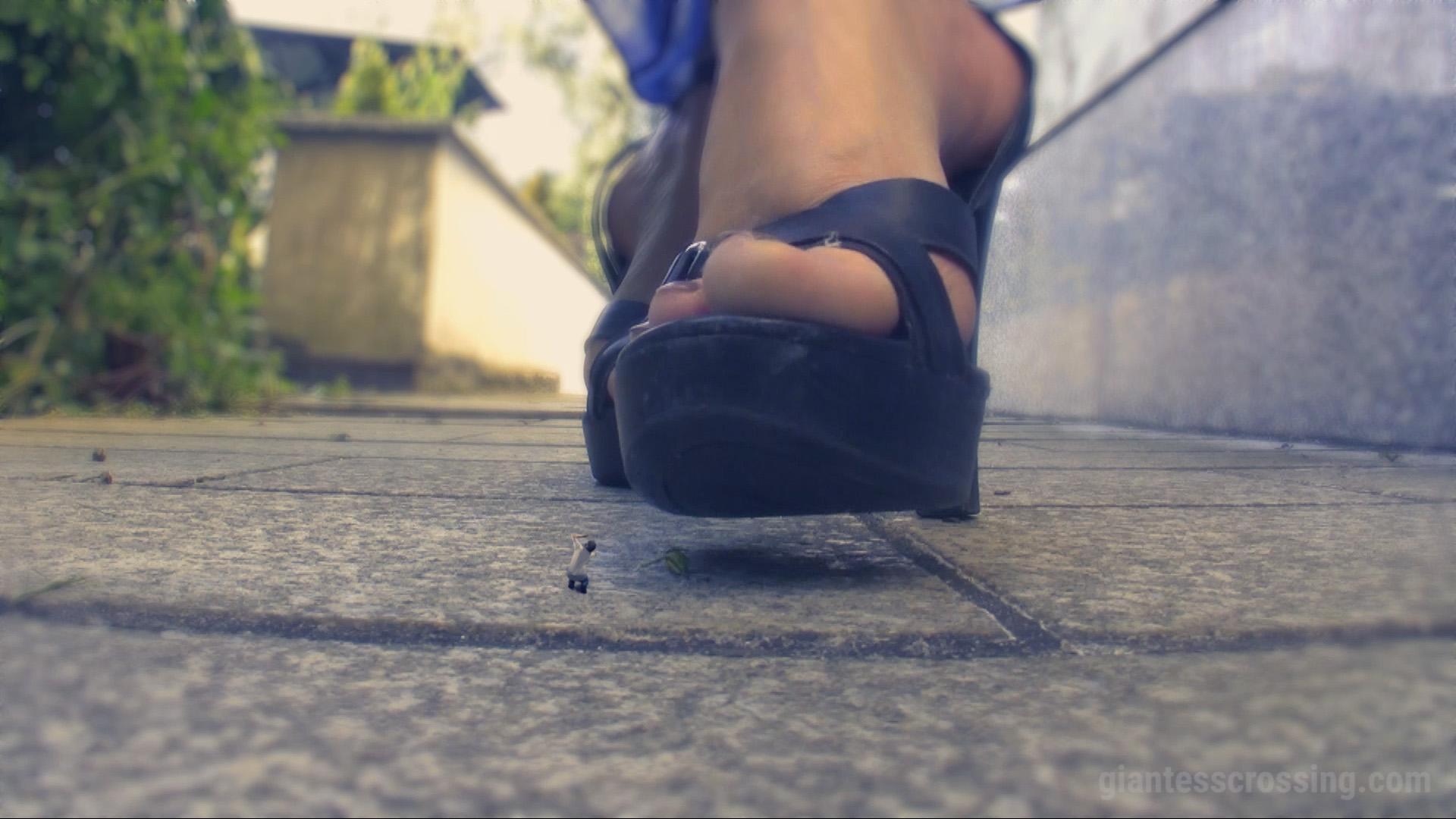 Giantess Loryelle Garden SFX Foot Fetish