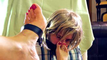 Loryelle Rewards her Footboy Foot Fetish