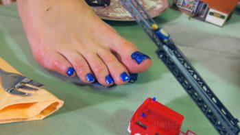 Giantess Loryelle Teatime Foot Fetish