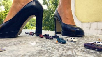 Giantess Loryelle Highway to Crush Foot Fetish