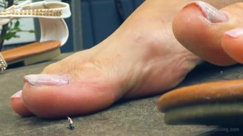 Loryelle Too Small to Escape Giantess SFX Foot Fetish