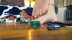 Loryelle Intruders Giantess Mountain Foot Fetish