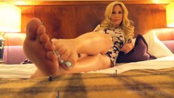 Giantess Loryelle Dozen Barefoot Crushes Hotel Room SFX