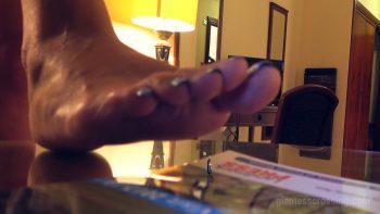 Giantess Loryelle Dozen Barefoot Crushes Hotel Room SFX