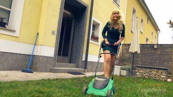 Giantess Loryelle Remote Toy Car Crush