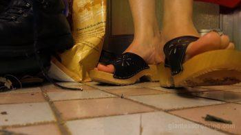 Unaware Giantess Stepmom Loryelle Housesitter SFX