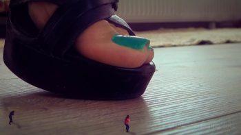 Run Giant Stepmom Huning Us SFX Loryelle Giantess Feet Fetish