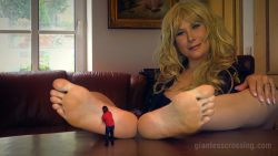 Giantess loryelle Foot Pet Giant Stepmom SFX
