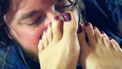 Strafe muss sein Fußfetisch stinkende verschwitzte Fuesse lecken