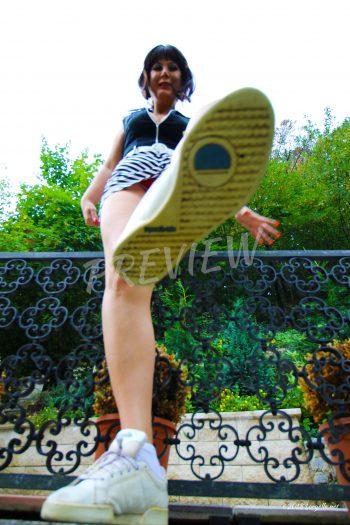 Loryelle bratty college girl footworship