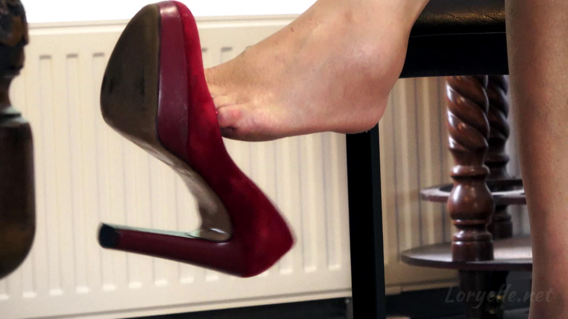 Loryelle Dangling Voyeur Shoe Fetish