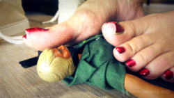 Bossy Giantess Loryelle Foot Punishment