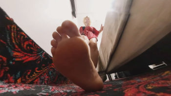 GTS Loryelle Tiny Speck in Chest Foot Worship