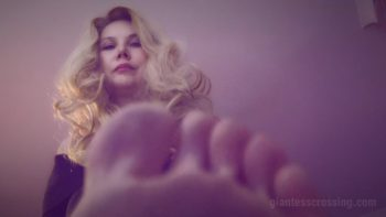 Unaware Giant Stepmom Giantess Loryelle Foot Fetish Butt Crush