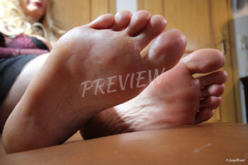 Loryelle Glittering Toenails Foot Fetish