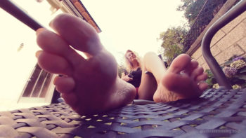 bug between toes giantess Loryelle
